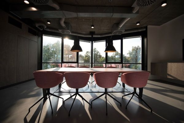 Essentials For Coworking Conference Room Design and Equipment